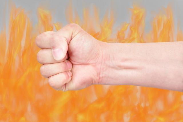 怒りのエネルギーを昇華して原動力として活かした例
